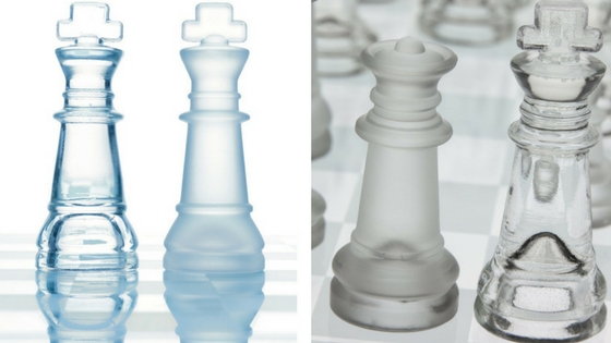 GamieTM glass chess set close up