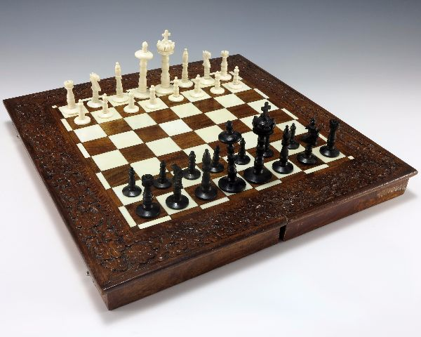 unique and cool chess board and pieces