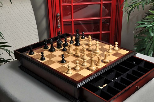The Reykjavik II Series Chess Set and Tiroir Combination wooden tournament chess set